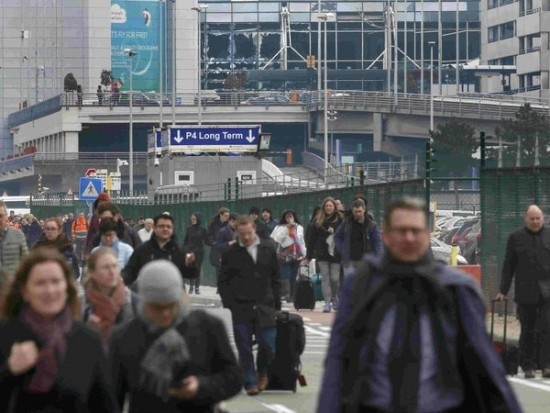 Atentados en Bruselas: el aeropuerto cerrado hasta mañana miércoles a las 23:59