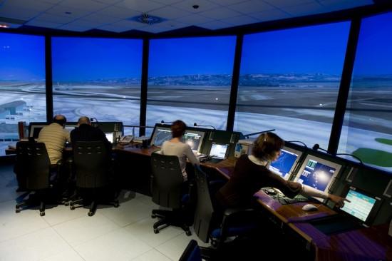ENAIRE convocará 39 plazas de controladores aéreos, pese a un déficit de medio millar
