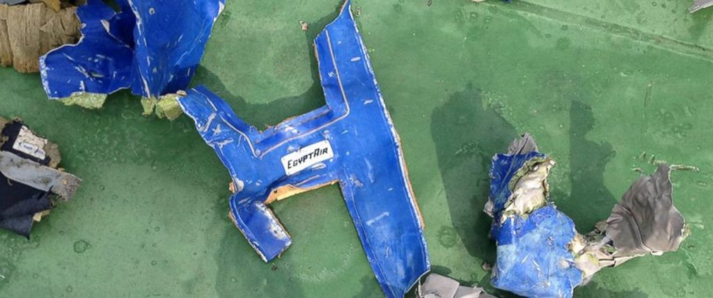 Restos del avión de EgyptAir hallados en el Mediterráneo.