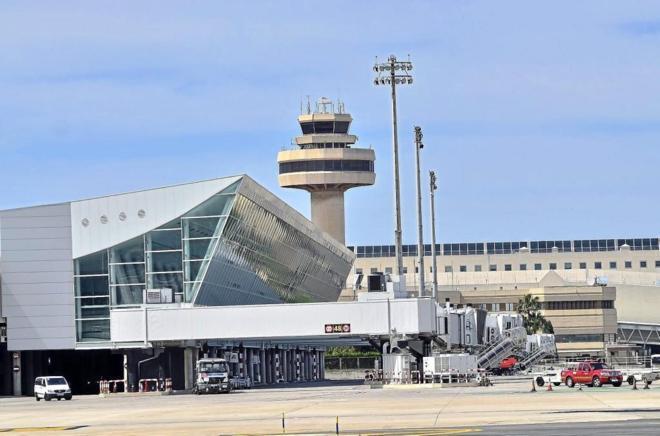 El tráfico aéreo se dispara mientras el número de controladores se estanca