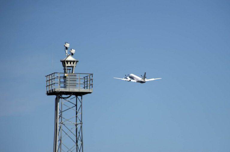 Torre-del-Aeropuerto-Internacional-de-Örnsköldsvik-de-Suecia-768x507