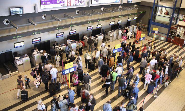 La bajada de las tasas aeroportuarias no frena la subida del precio de los billetes