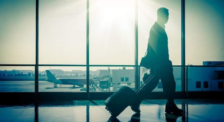 aeropuerto-pasajero-amanecer