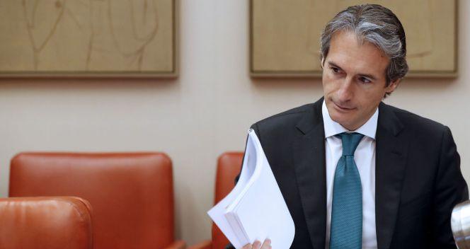 Fomento multará a Aena si cae la calidad de los aeropuertos