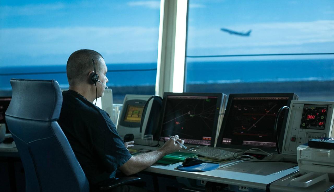 V Jornada sobre las profesiones de piloto y controlador para periodistas