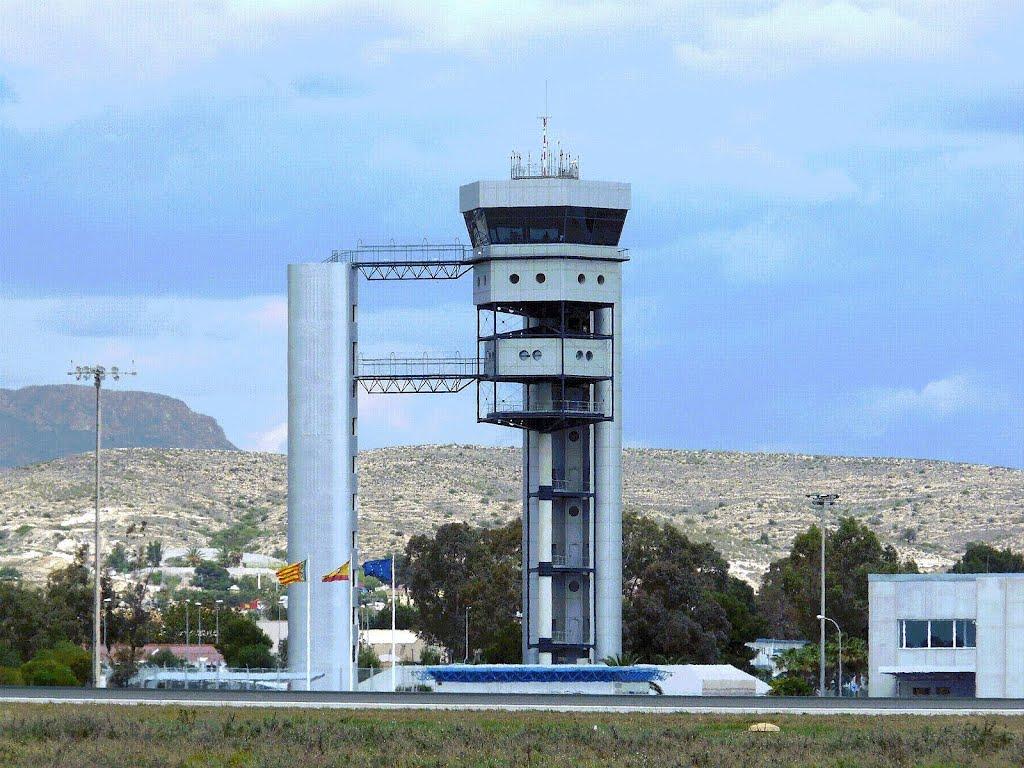 USCA consigue dos nuevos delegados sindicales en las torres de control de Sabadell y Alicante, gestionadas por FERRONATS