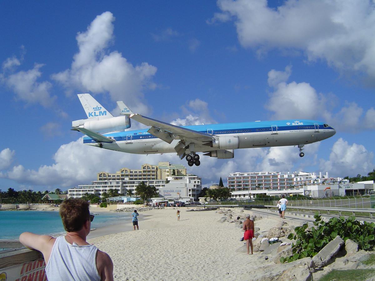 Una mujer fallece en la famosa playa de Sint Maarten por el chorro de propulsión de un avión