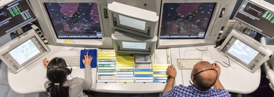 ENAIRE agradece a sus controladores aéreos los récords de tráfico con amenazas y críticas de las aerolíneas