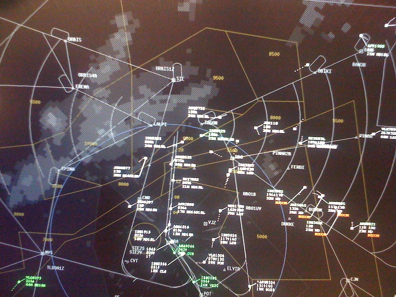 """ENAIRE localiza el fallo que provocó el """"apagón"""" de varias pantallas radar en Madrid y Sevilla"""