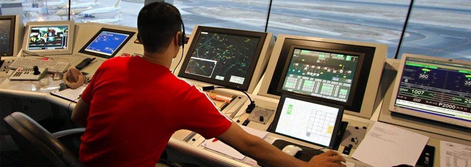 Los controladores aéreos de EEUU se manifiestan tras su primera nómina de cero dólares
