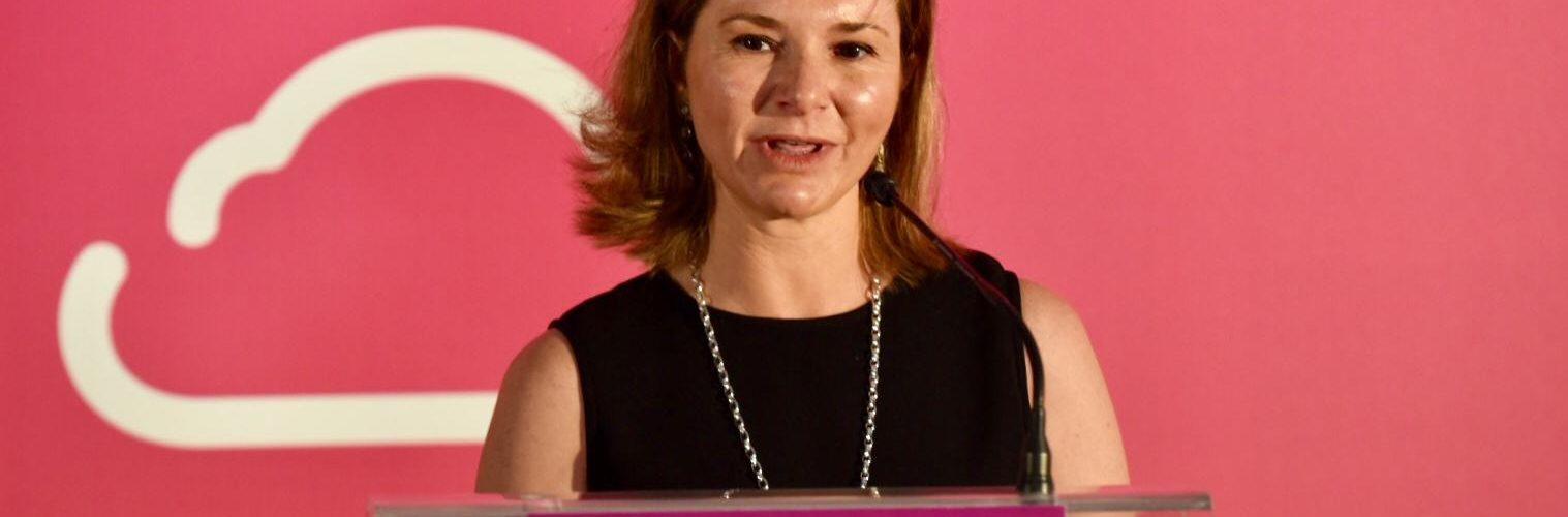 La secretaria general de Transporte respalda la incorporación de la mujer a las profesiones aeronáuticas