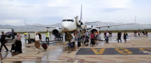 Pasajeros_saliendo_avion