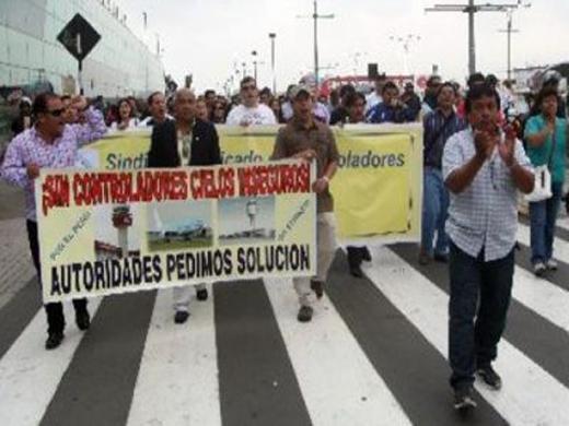 Perú decreta el estado de emergencia por huelga de sus controladores